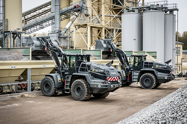 Liebherr wheel loaders L 566 XPower® with specialised paint ex works for Guggenberger GmbH